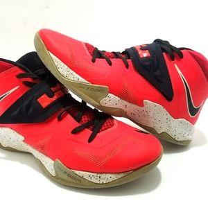 Nike lebron basketball shoes